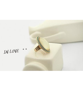 Oválný prsten v retro stylu