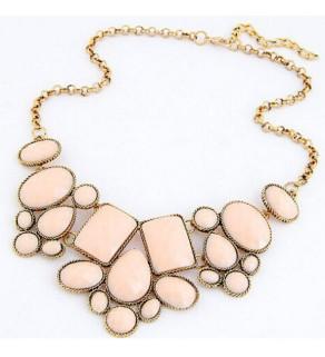 Dámský náhrdelník geometrických tvarů.