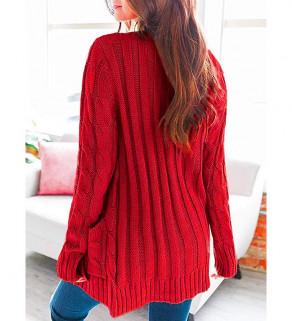Červený svetr na knoflíky