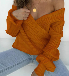 Dámský svetr s výstřihem